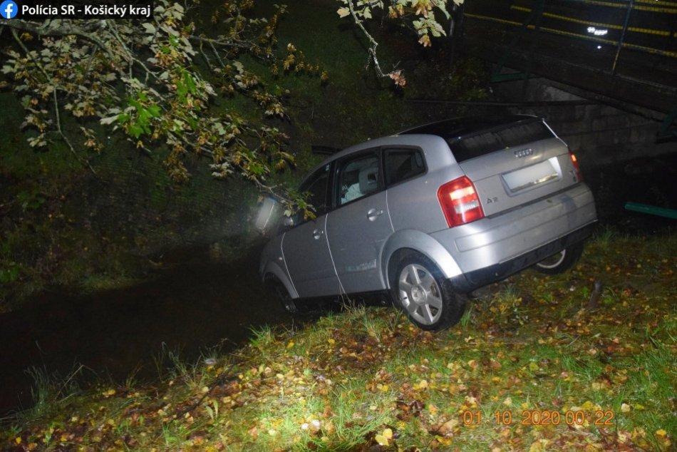 Auto prerazilo plot a skončilo v potoku