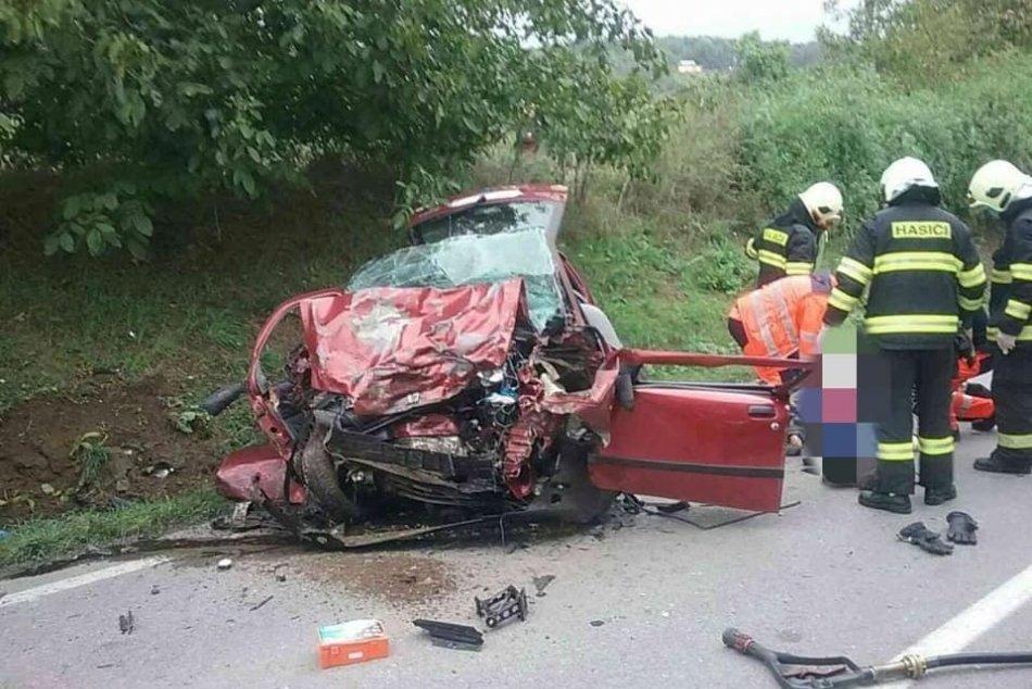 FOTO: Dopravná nehoda v Novom Meste nad Váhom si vyžiadala jednu obeť