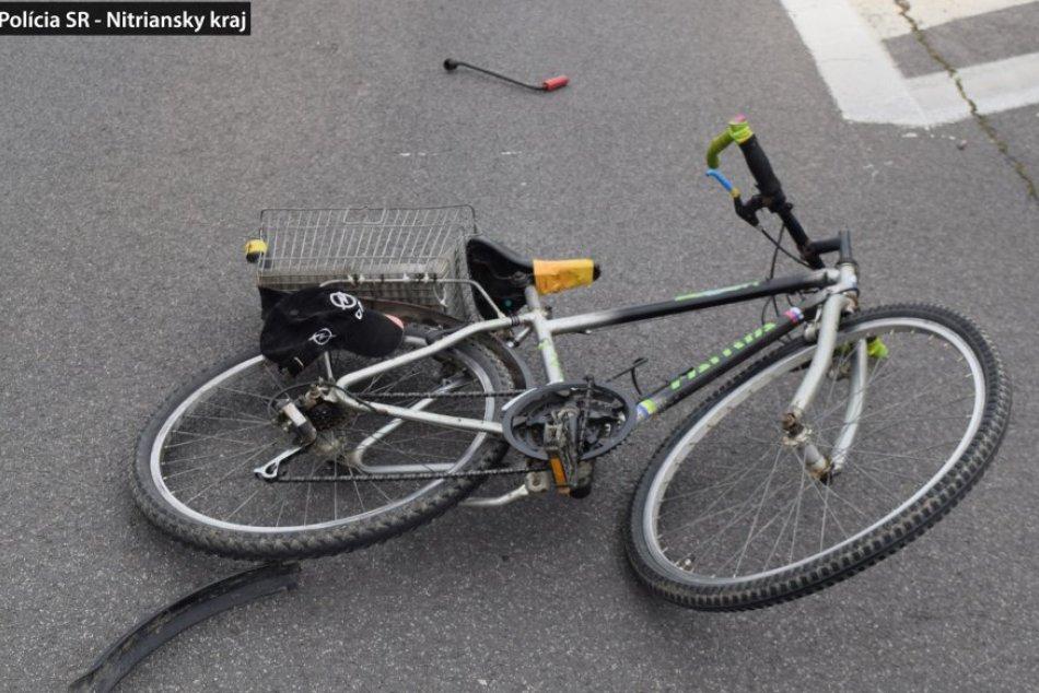 Opitý cyklista narazil do auta