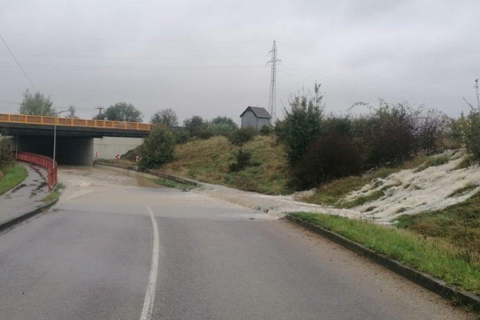 OBRAZOM: Zaplavený podjazd v Beluši