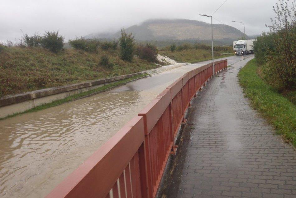FOTO zo zásahov hasičov v Trenčianskom kraji: Trápila voda i popadané stromy