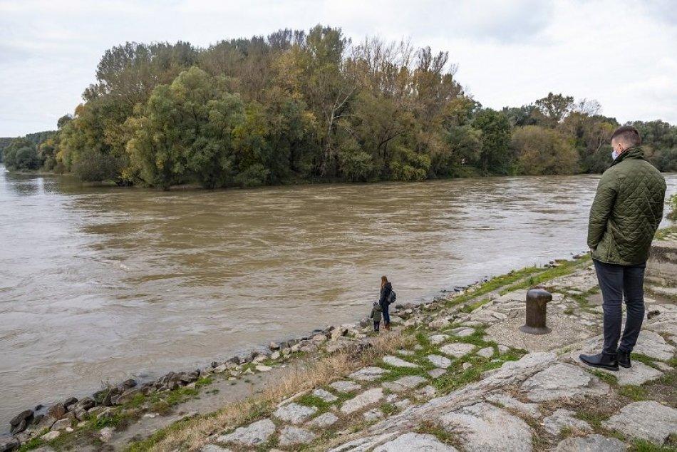 Zvýšená hladina Dunaja v Devíne 18.10.2020