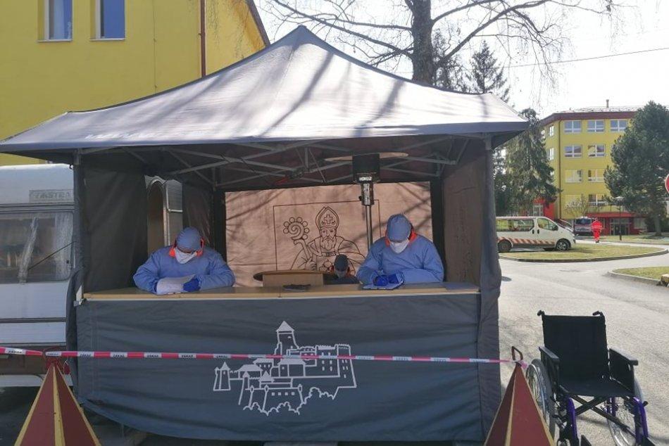 Obrazom: Študenti z Prešovskej univerzity nastúpili do zdravotníckych zariadení
