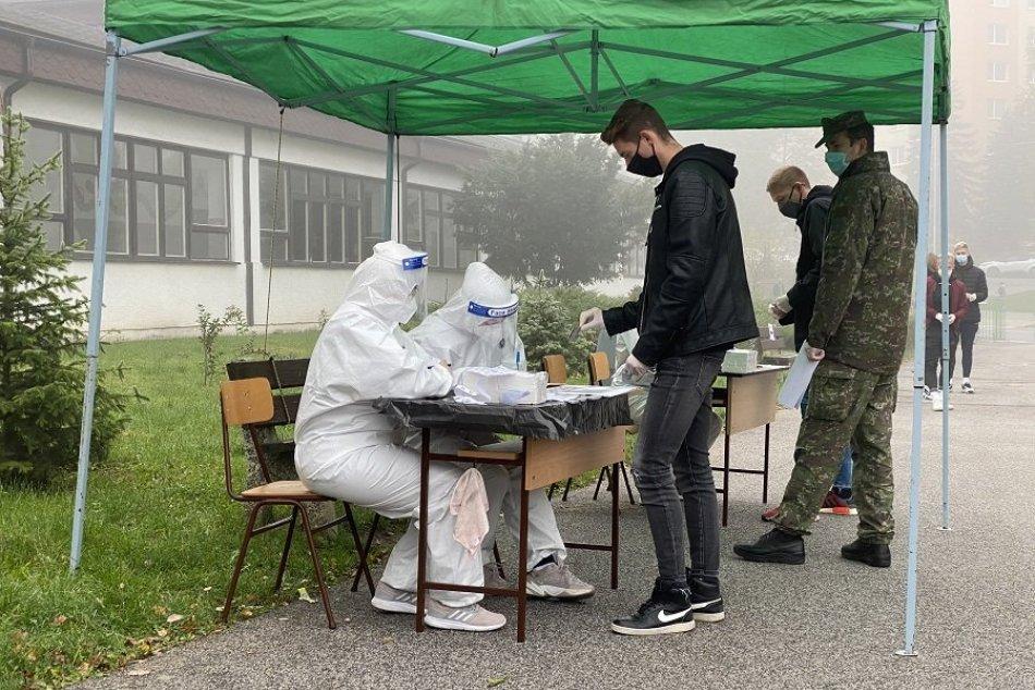 Obrazom: Pomocná sila pri testovaní v podobe ministra Krajčího