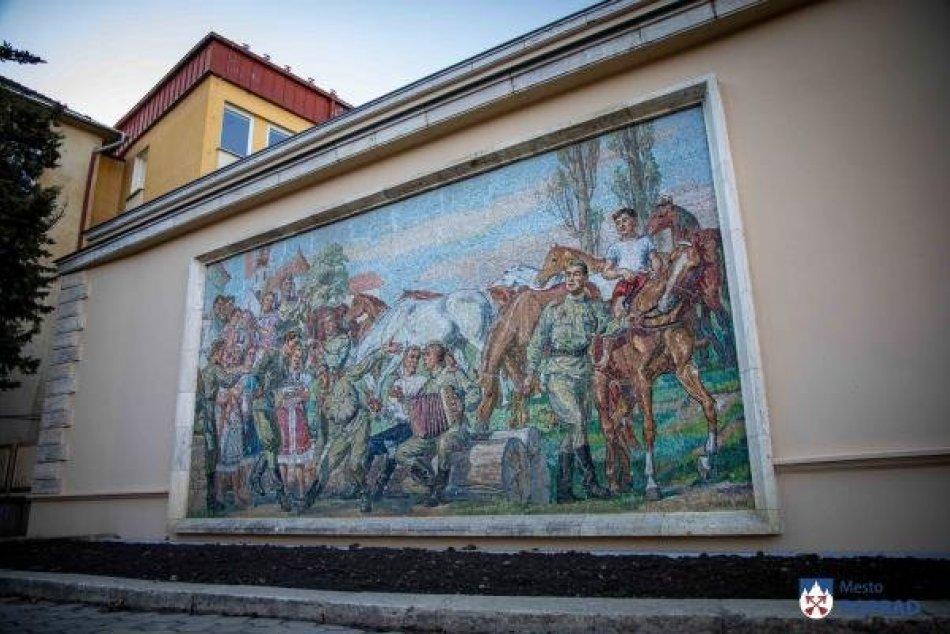 Mesto zrekonštruovalo mozaiku, ktorá zobrazuje radosť z konca vojny
