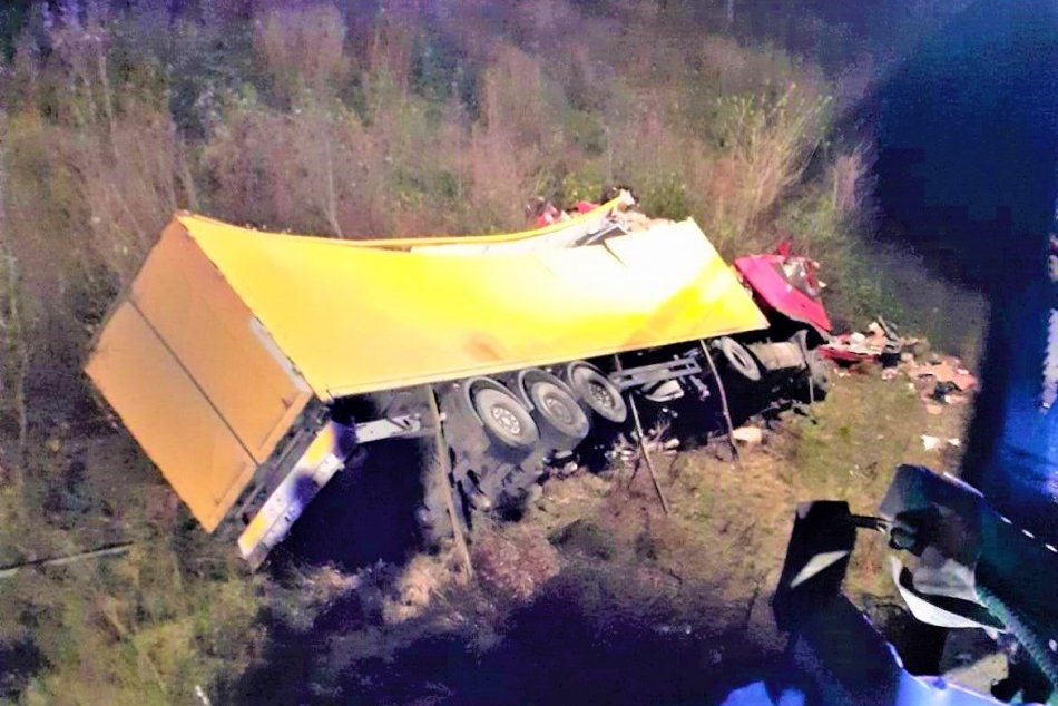 OBRAZOM: Vodič pád kamióna vo Svidníku neprežil