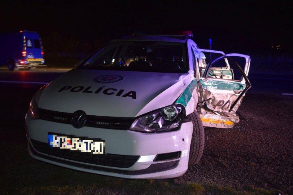 Policajtom skrížilo cestu auto v protismere