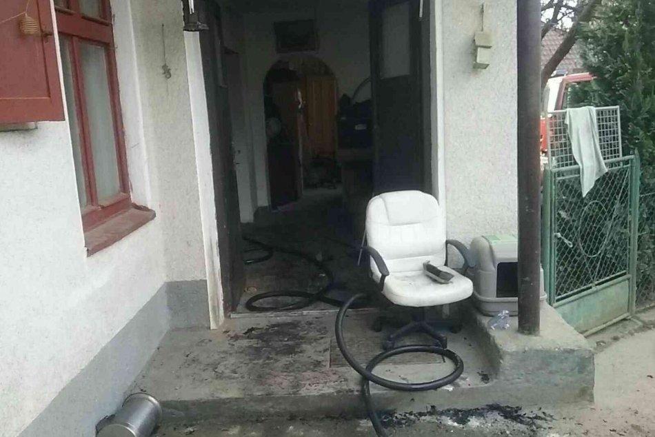 FOTO: Požiar rodinného domu v Lednických Rovniach si vyžiadal dva ľudské životy