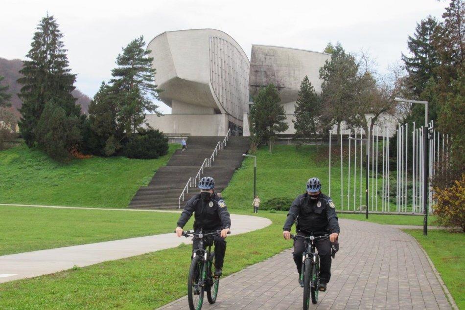 V OBRAZOCH: Nové elektrobicykle mestských policajtov v Bystrici