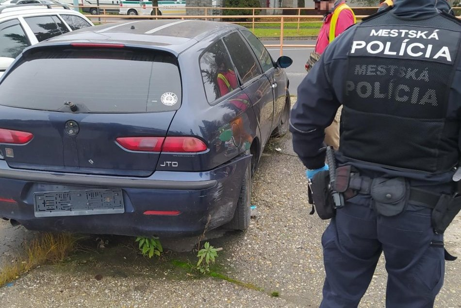 V OBRAZOCH: Z ulíc Zvolena odstránili ďalšie vozidlá