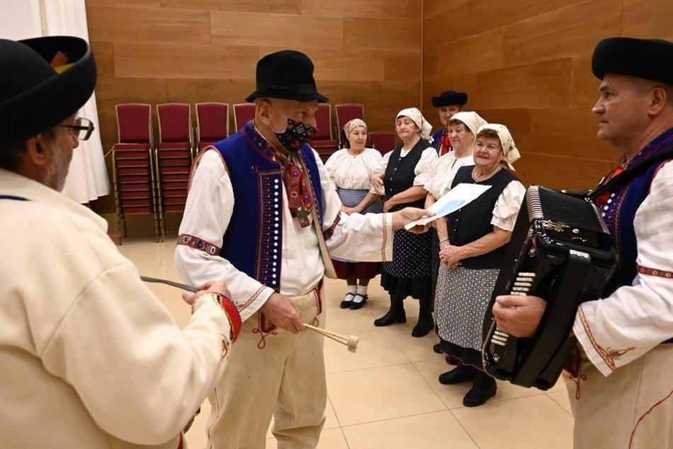 OBRAZOM: Skúška Divadelného súboru Stanislava Chrena v Dome kultúry Kanianka