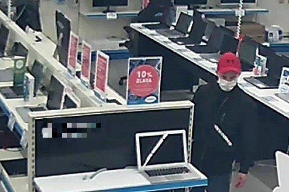 Krádež v predajni elektroniky v Trenčíne: Polícia hľadá muža na FOTO