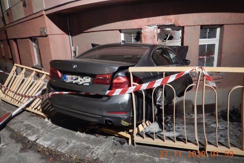 V OBRAZOCH: V centre Zvolena došlo k tragickej dopravnej nehode