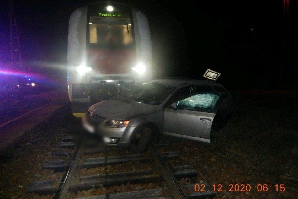 Zrážka vlaku s autom vo Zvolenskej Slatine
