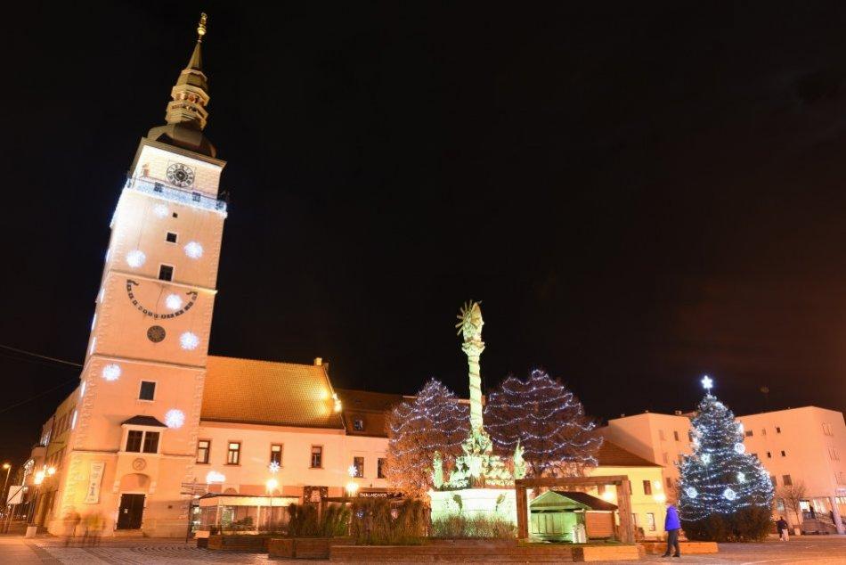 Trnava je už vyzdobená vianočnými svetielkami