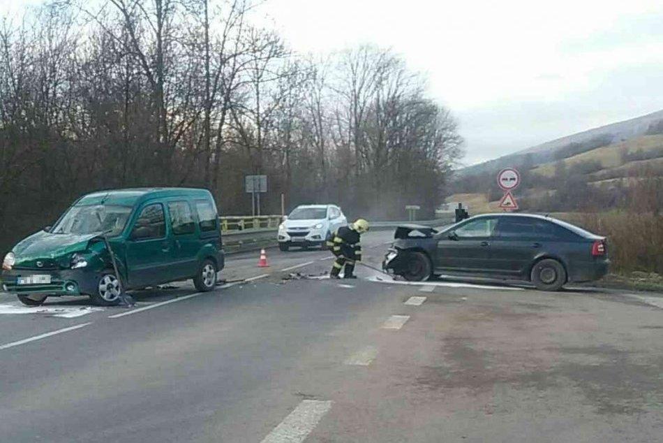 OBRAZOM: Dopravná nehoda pri obci Dohňany, jeden zranený
