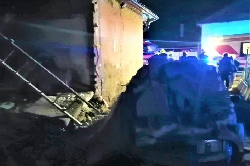 OBRAZOM: Výbuch rodinného domu v Púchove