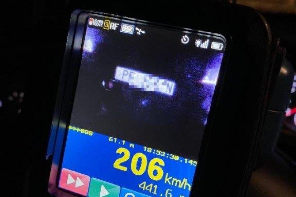 FOTO: Vodič pri Prievidzi prekročil maximálnu povolenú rýchlosť, dostal pokutu