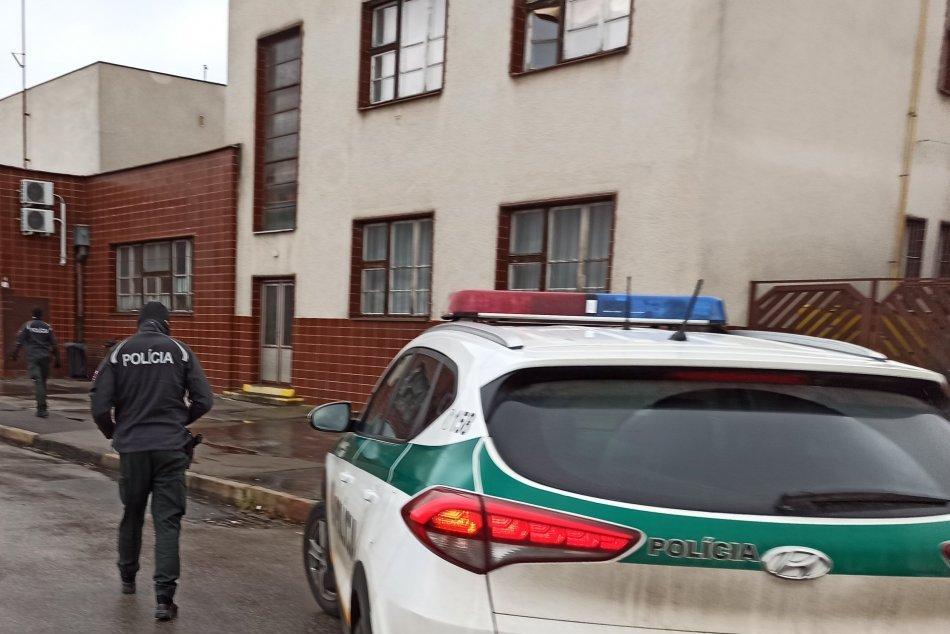 FOTO: Policajti dohliadali na dodržiavanie opatrení na trenčianskej stanici