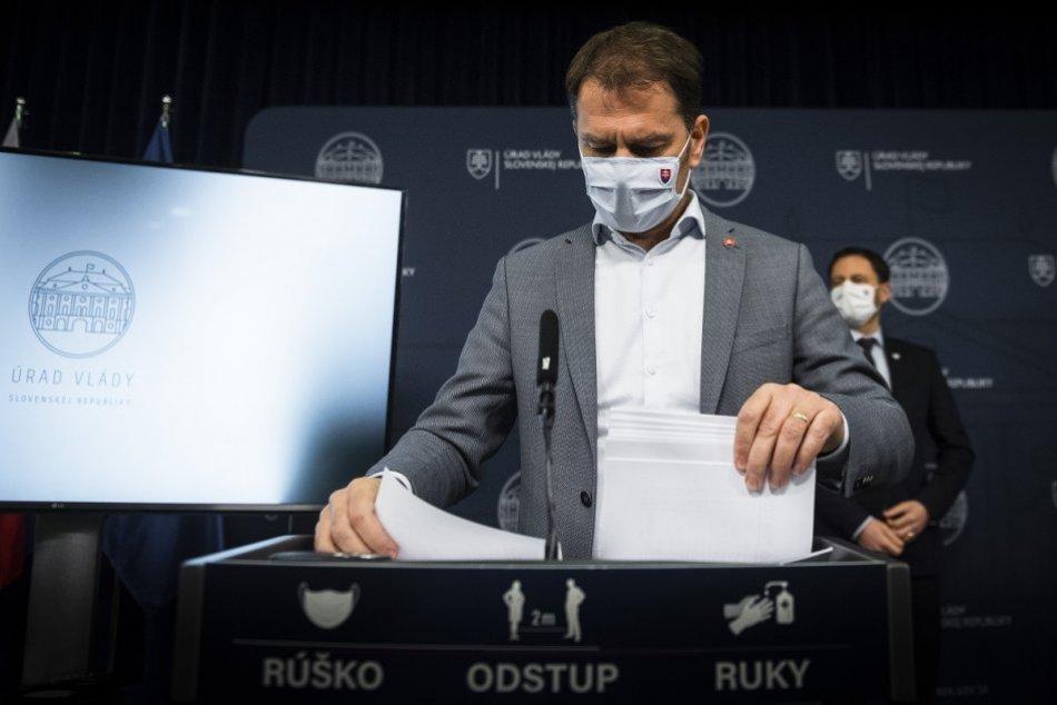 Premiér na tlačovej konferencii avizoval ďalšie plošné testovanie