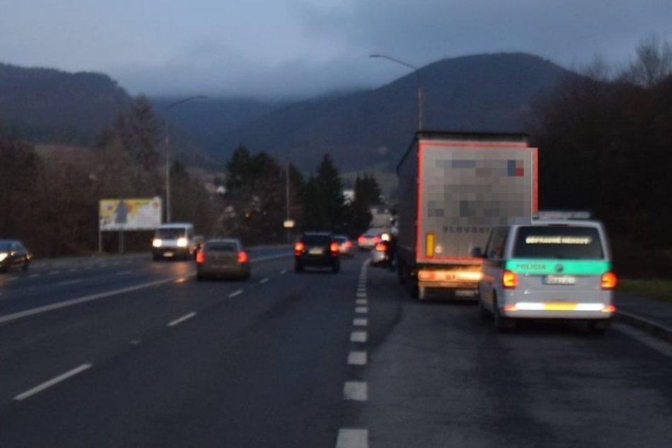 FOTO: Polícia hľadá svedkov dopravnej nehody medzi Jalovcom a Ráztočnom