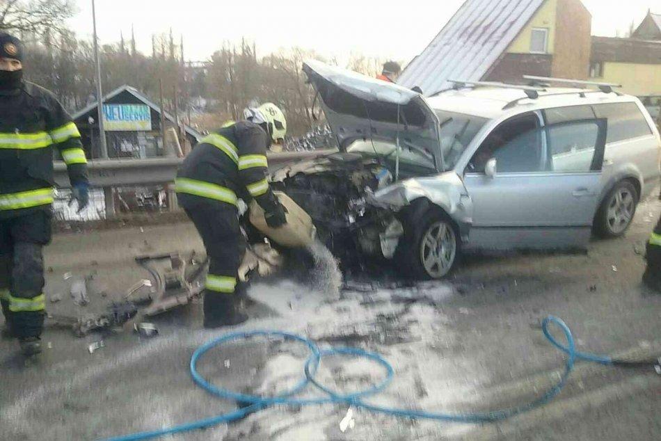 Vážna nehoda pred Kežmarkom: Čelne sa zrazili dve autá, hlásia zranených