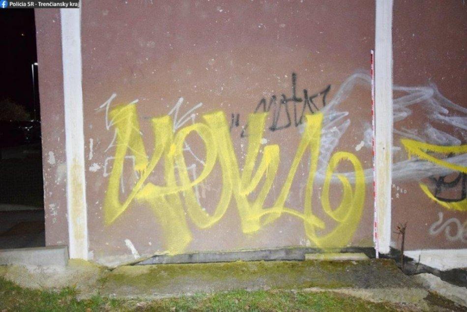 """FOTO: """"Odrastenému"""" sprejerovi z Považskej Bystrice hrozí až ročné väzenie"""
