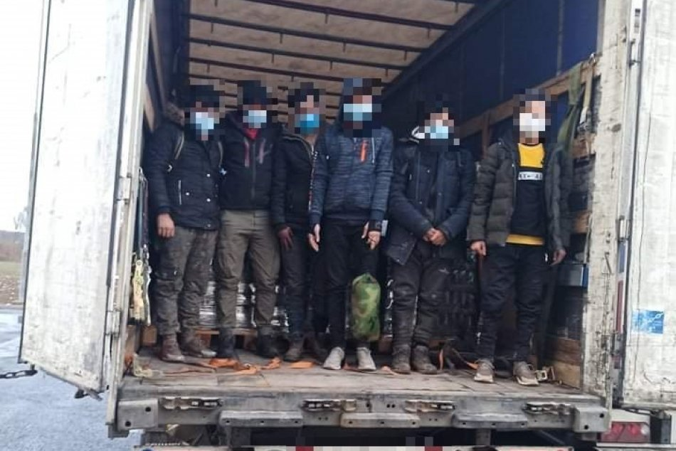 V kamiónoch neďaleko Prešova objavili migrantov