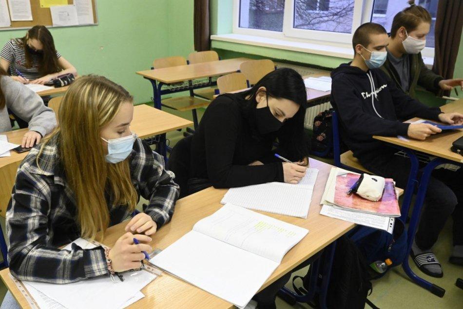 Študenti Strednej zdravotníckej školy C. Šimurkovej v Trenčíne opäť v laviciach