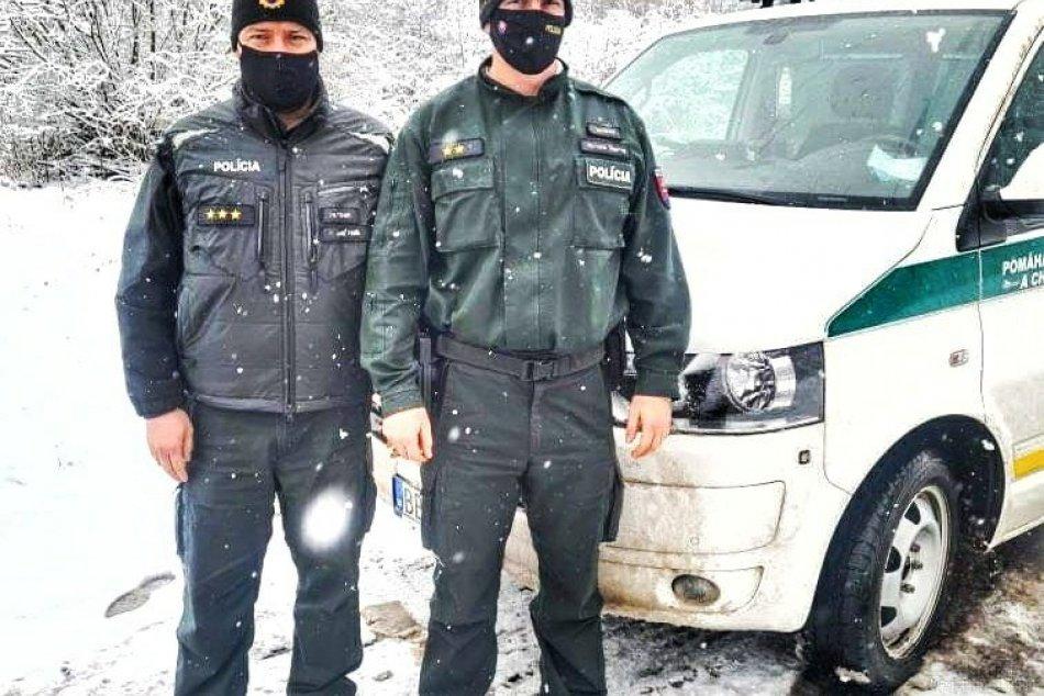 Policajti pri Zvolene pomohli mužovi z ťažkej situácie