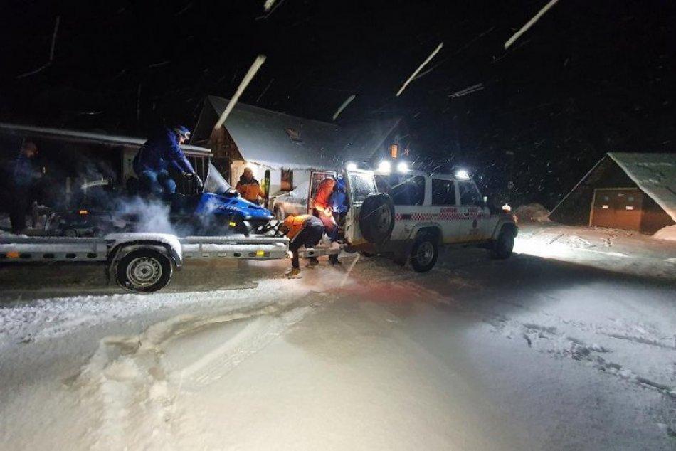 Lavína pod Kondratovou kopou strhla trojicu skialpinistov