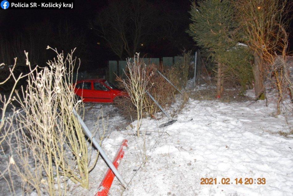 Obrazom: Na mieste nehody ostalo iba auto. Vodička odišla.