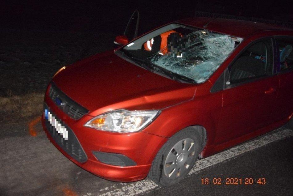 V OBRAZOCH: Chodec medzi Bystricou a Brenzom neprežil zrážku s autom