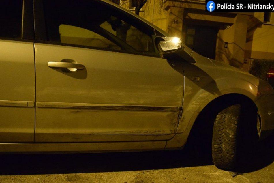 Opitá vodička narazila do zaparkovaných áut