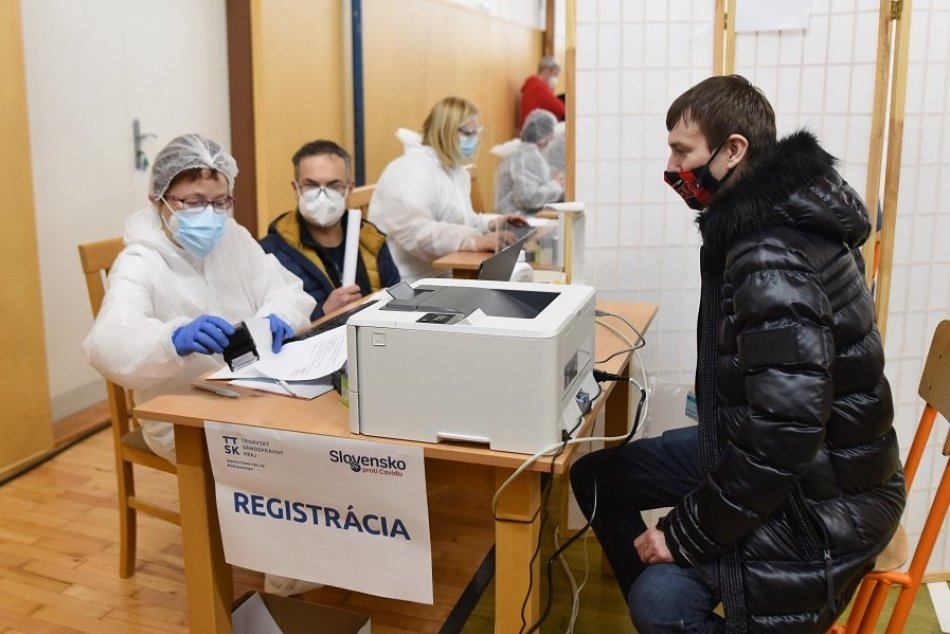 FOTO: Očkovanie učiteľov vo veľkokapacitnom vakcinačnom centre v Trnave