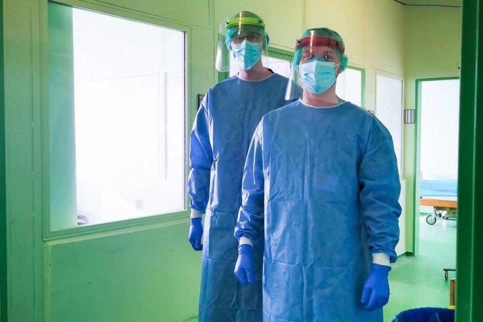 V OBRAZOCH: Pomôcť zvolenskej nemocnici prišli aj vojaci Ozbrojených síl SR