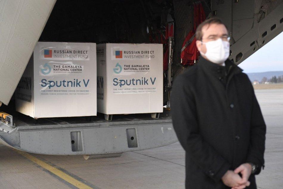 Na košické letisko priviezli prvú dodávku vakcín Sputnik V