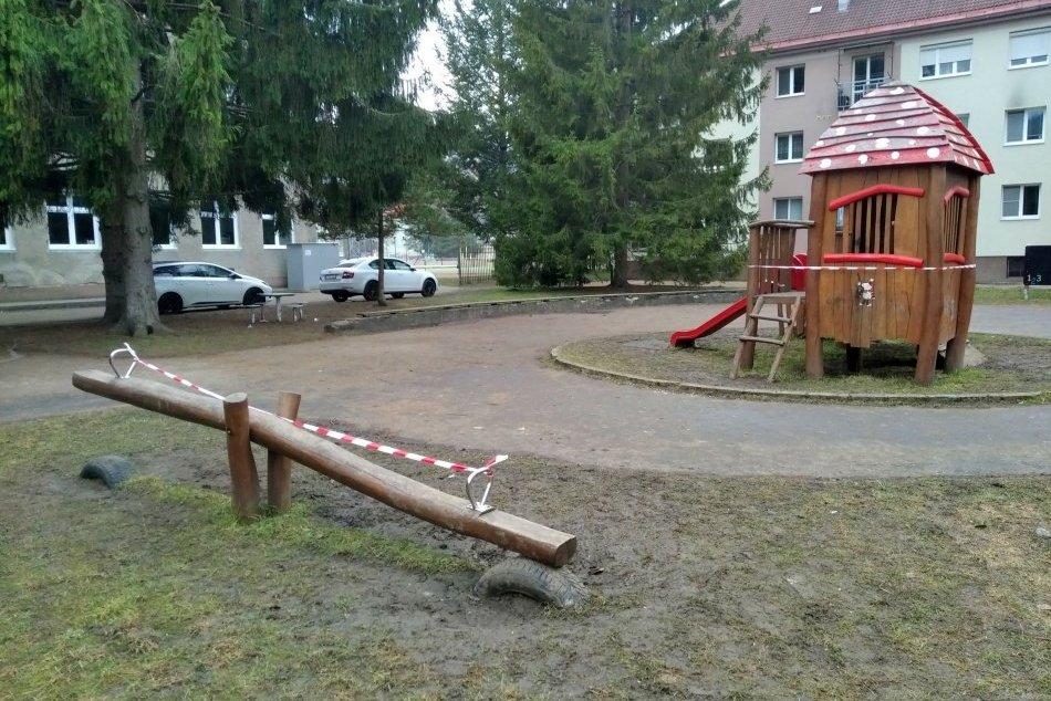 V OBRAZOCH: Bystrické ihriská opáskovali, zívajú prázdnotou