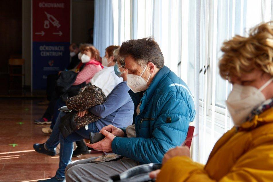 V OBRAZOCH: Banskobystrický kraj otvoril očkovacie centrum v Lučenci