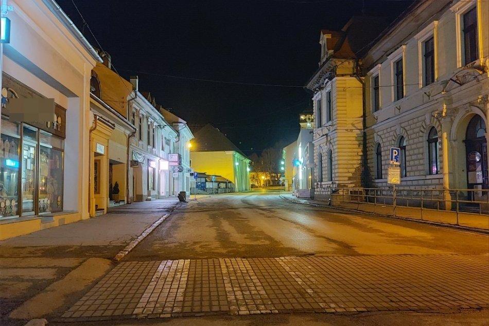 Obrazom: Prázdne ulice Rožňavy, zákaz vychádzania po 20:00 hod.