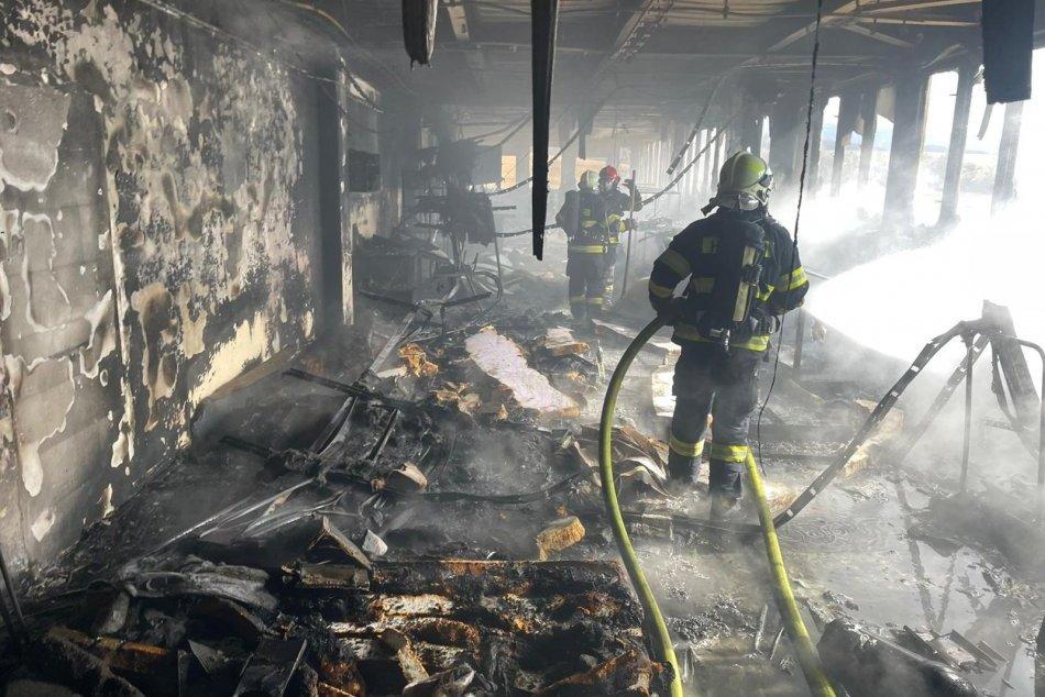 OBRAZOM: V Pravenci horeli výrobné priestory