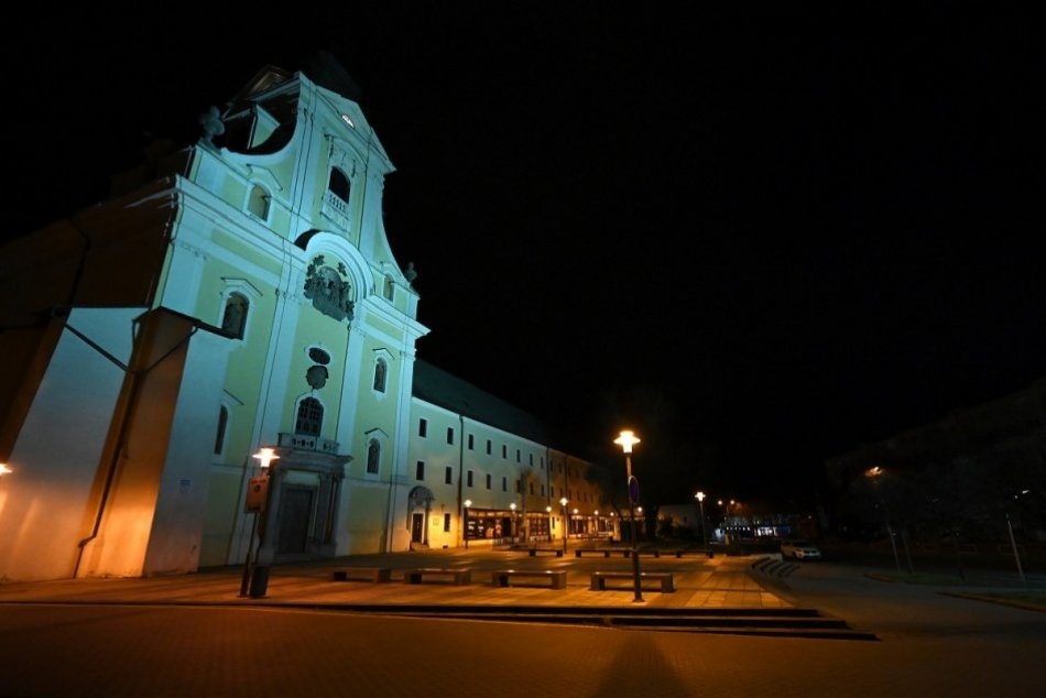 OBRAZOM: Centrum Prievidze v čase nočného zákazu vychádzania
