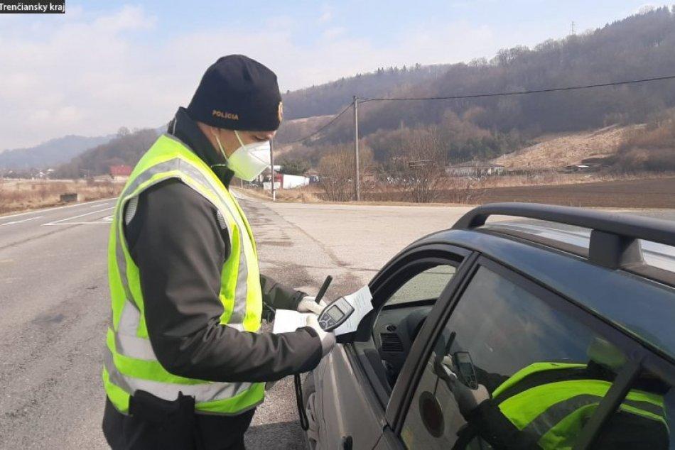 OBRAZOM: Policajná kontrola protipandemických opatrení pri Plevníku – Drienovom