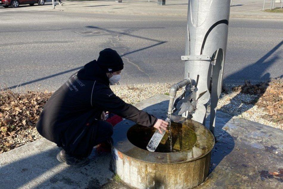 Preverujú kvalitu vody v artézskych studniach