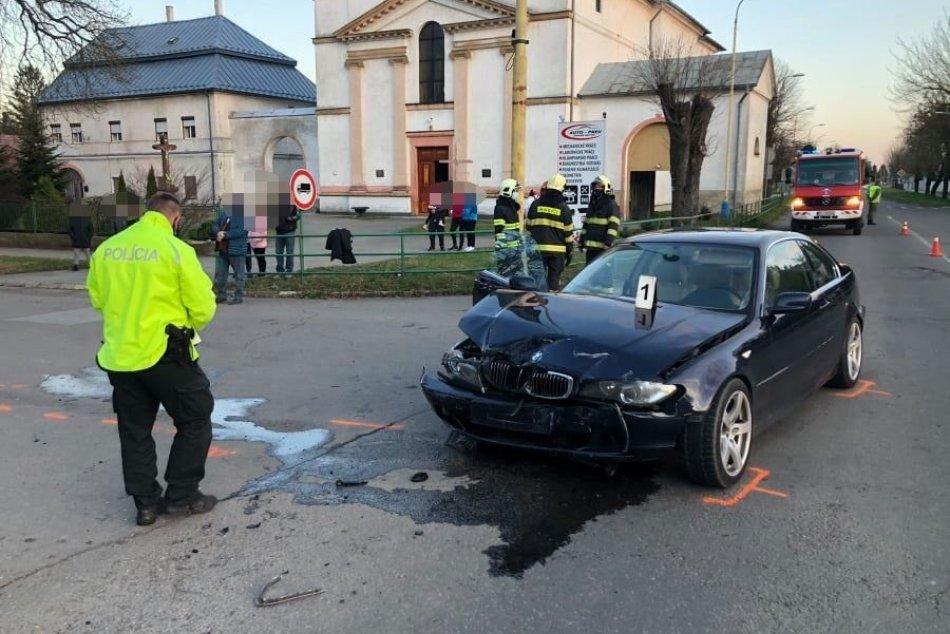 Hrozivá nehoda v Strážskom: Po náraze sa jedno z áut prevrátilo, FOTO