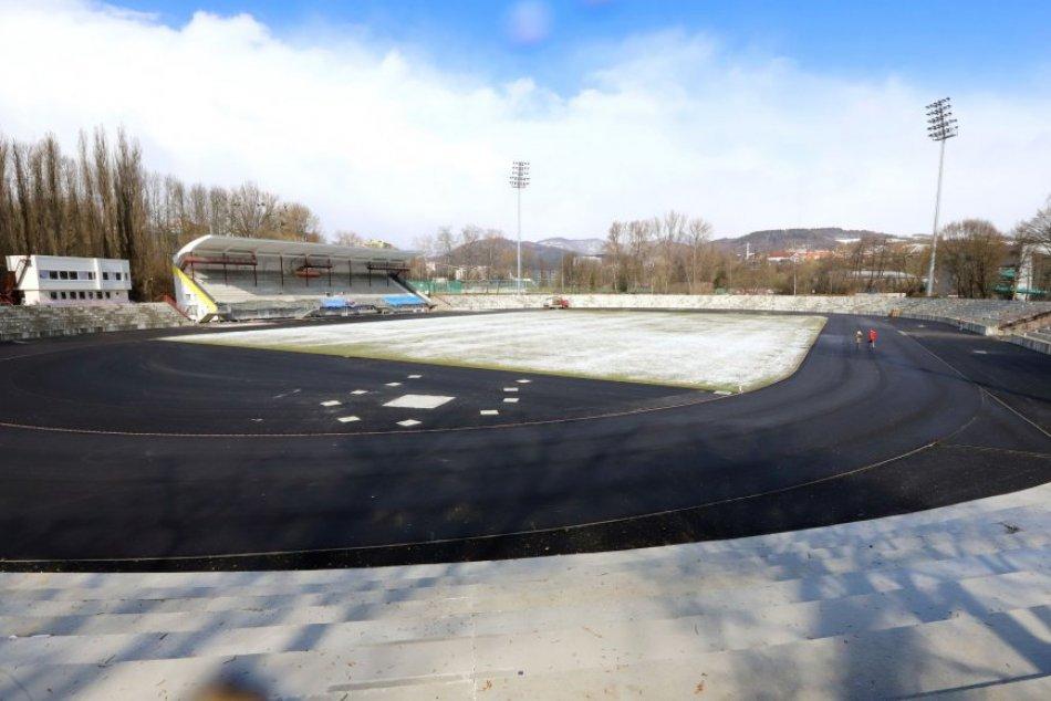 V OBRAZOCH: Národný atletický štadión v Bystrici na aktuálnych záberoch