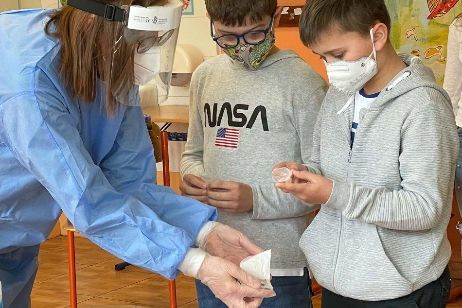 V OBRAZOCH: Zvolenských školákov otestovali testami zo slín