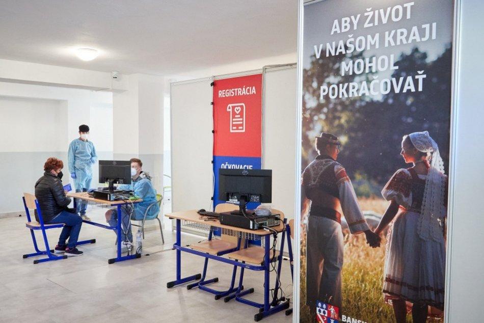 V OBRAZOCH: V Revúcej otvorili veľkokapacitné očkovacie centrum