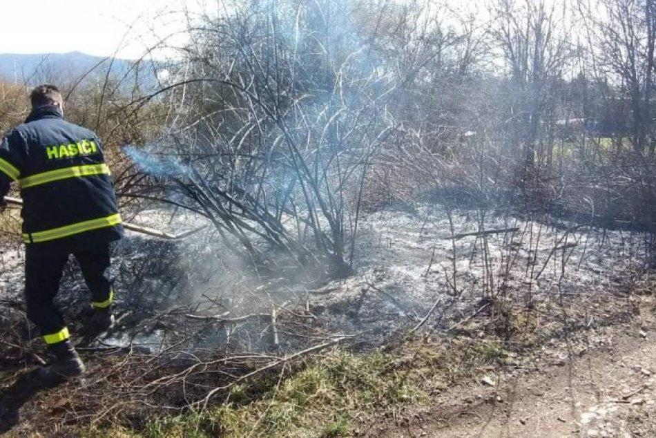 V OBRAZOCH: Dobrovoľní hasiči vo Zvolene zabránili lesnému požiaru
