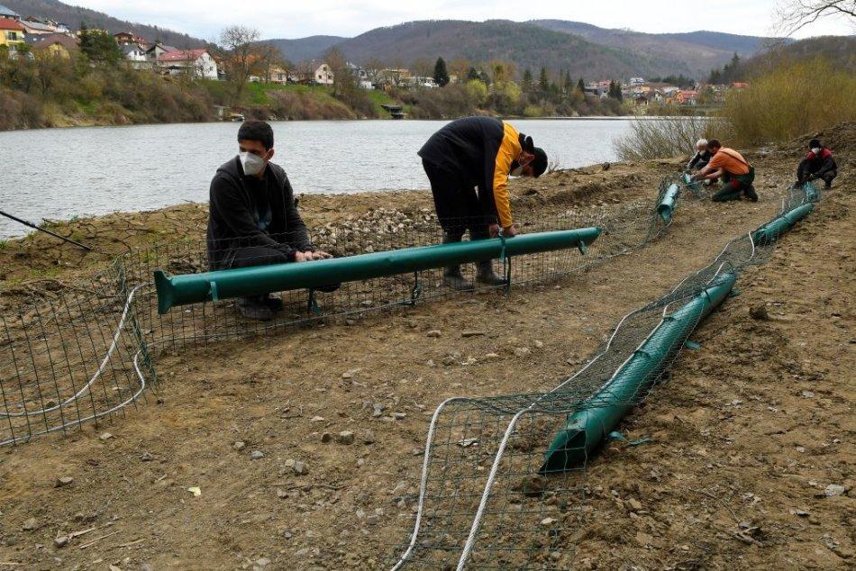 Inštalácia nornej steny na rieke Hornád